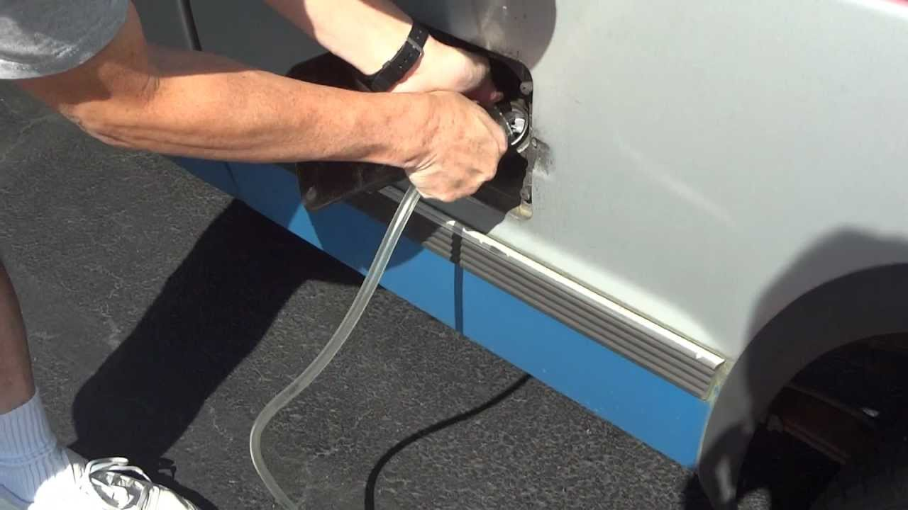 How to Siphon Gas from a Car Tank - Doomsday News : Doomsday News